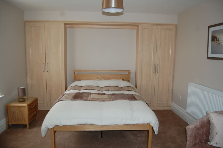 Spacious Private Room Near BAE - Barrow-in-Furness - Дом