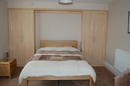 Spacious Private Room Near BAE - Barrow-in-Furness - Dům