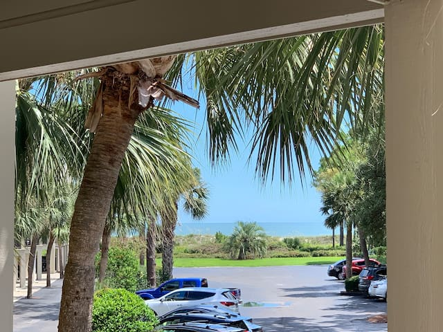 Hilton Head Getaway, Ocean View, Beach Chairs, Gym