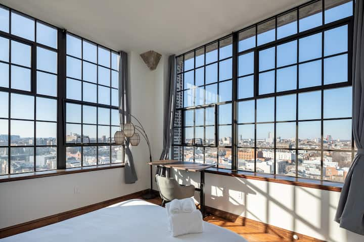 Sosuite | Picturesque Penthouse 2-Bedroom Loft + Discounted Parking