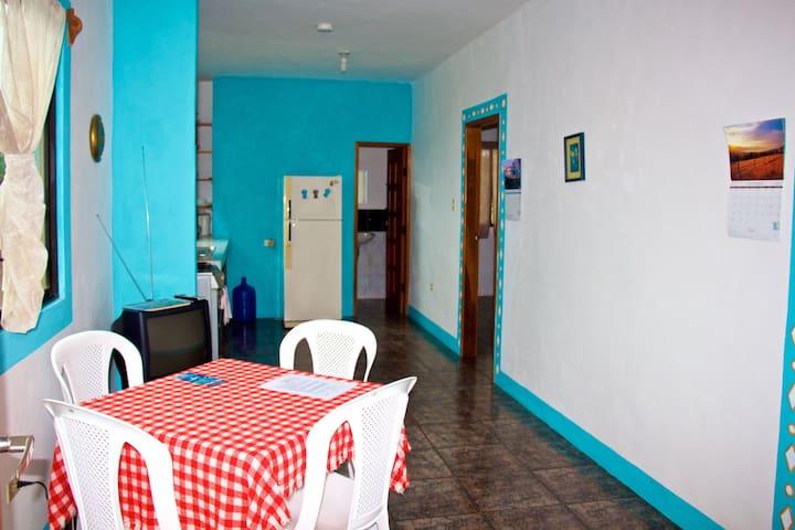 Hostal Suiza 2 b/room apartment