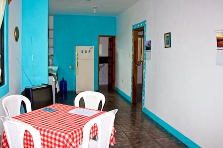 Hostal Suiza 2 b/room apartment