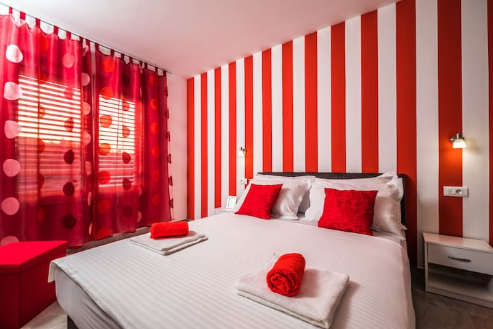 Apartments Sunshine Home - Double Room ( Red )