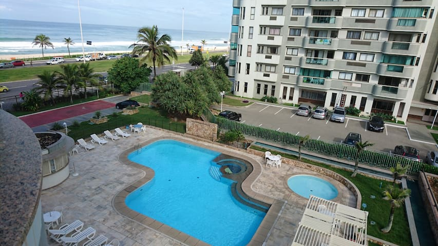 Vista piscina adulto e infantil + praia