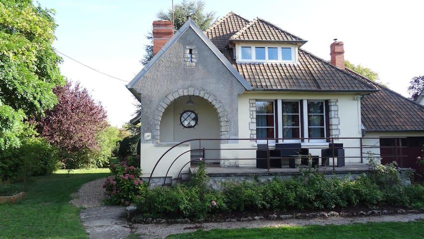 Maison  vue sur  Loire, jardin clos .  4 étoiles