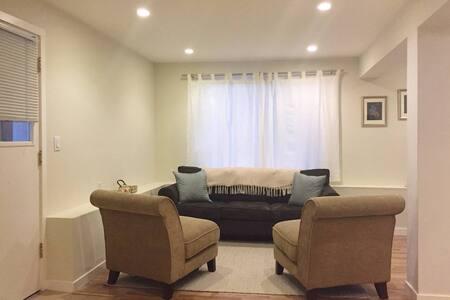 Light Filled Comfy Queen Bedroom - San Francisco - Apartment