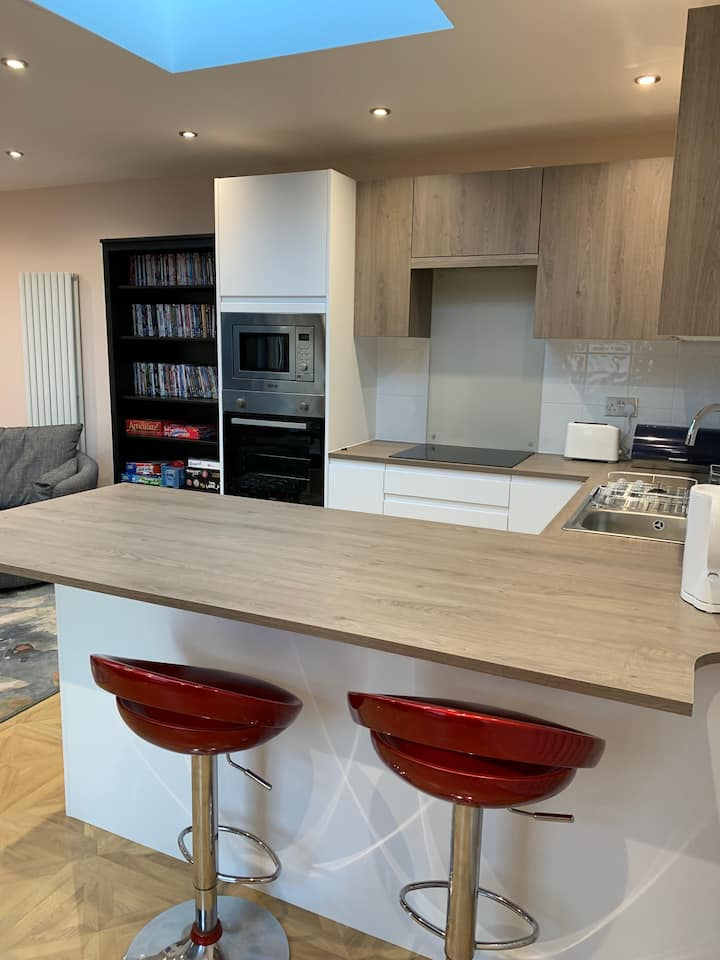 Self Contained 1 bed unit with parking and patio