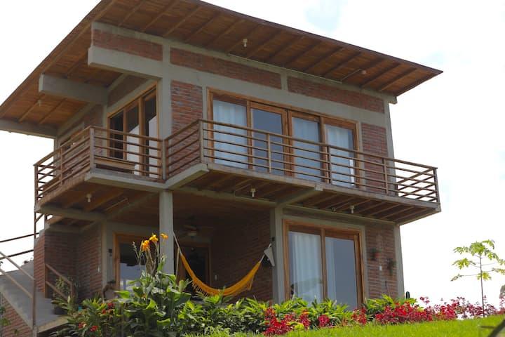 Casa con 4 cuartos, 2 externos en terreno 7mil m2