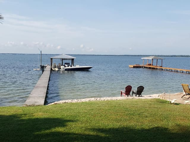 Lakeside Luxury on Lake June w/ Private dock!