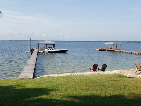 Lakeside Luxury on Lake June w/ Private dock!