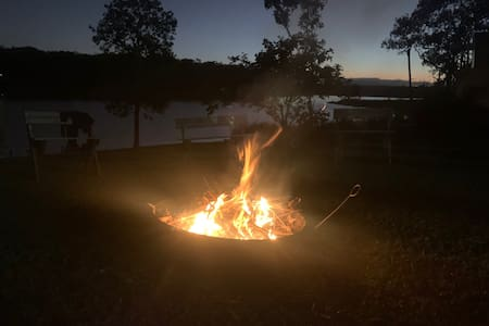 Lakeside Escape, Tinaburra