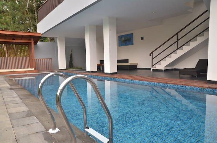 6 BR Villa Dago Pakar 71 + Private Swimming Pool