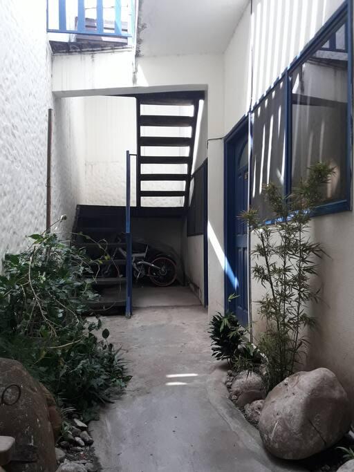 8 habitaciones en 3 pisos