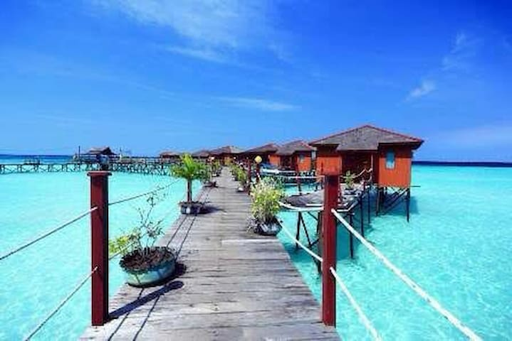HEART OF MARATUA LUXURY WATER VILLA DIVER ONLY