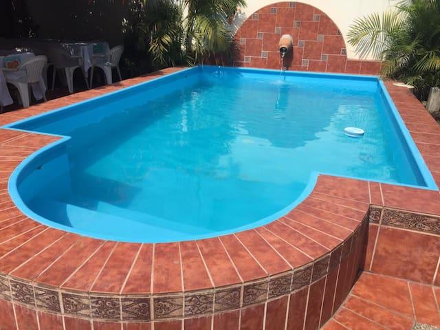 Casa amplia con alberca cerca de Playa Miramar