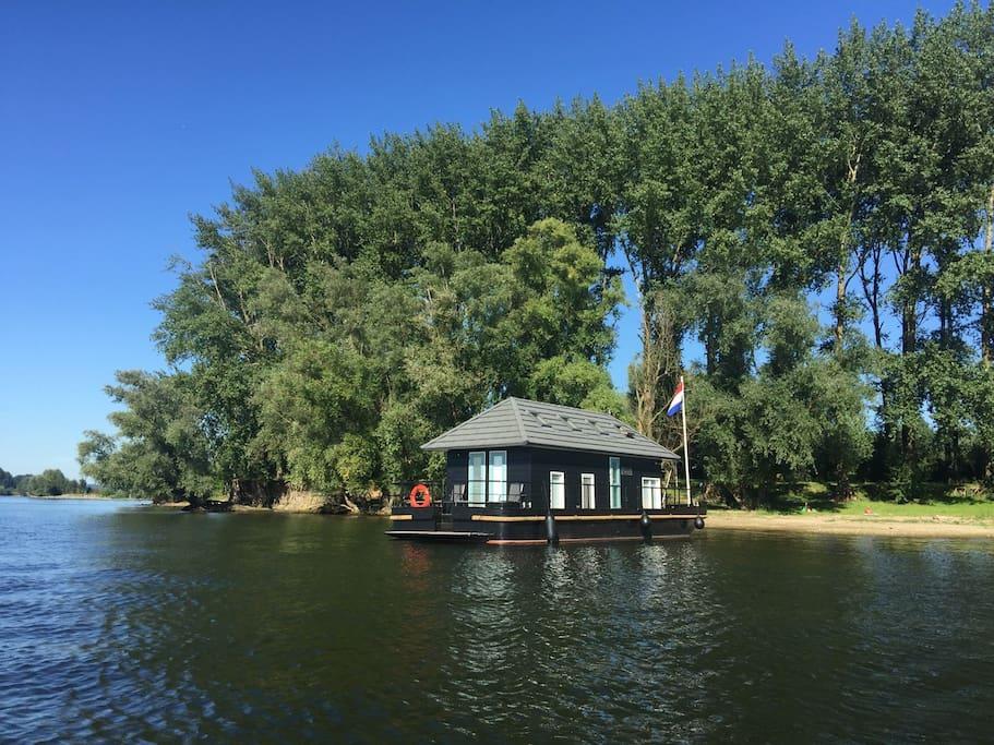 vaarthuis huis op het water boten te huur in maurik