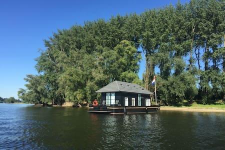 Vaarthuis, varen en verblijven op een privé-eiland - Maurik - Лодка
