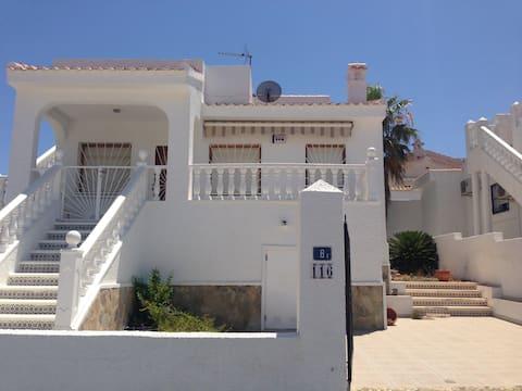 Quite Spanish Villa close to all amenities.