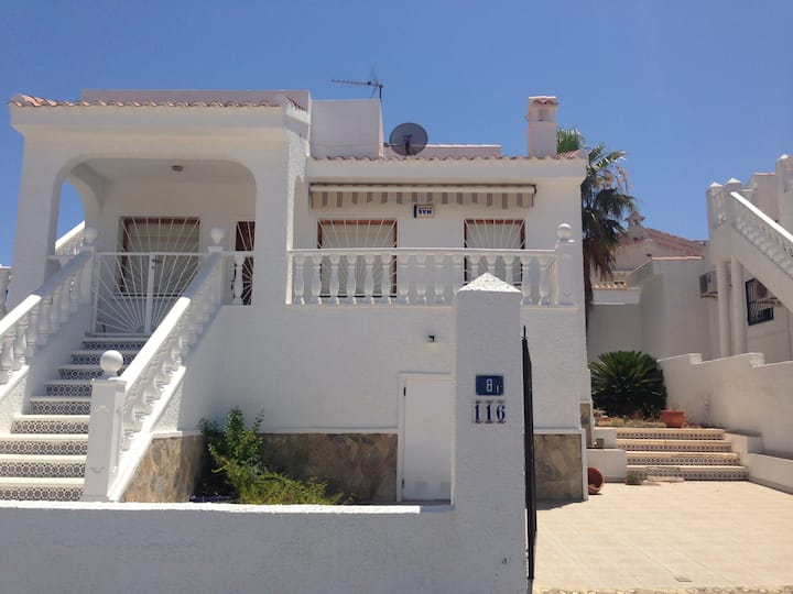Quite Spanish Villa close to all amenities.