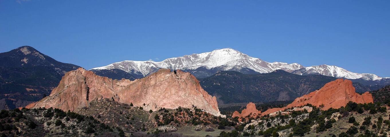 BRAND NEW 5 BDR HOME-5 MINS USAFA - Colorado Springs - Casa