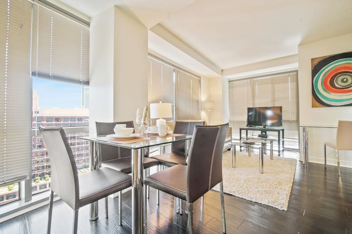 Incredible 1BR Apt | Work Space + WiFi | Bay Views