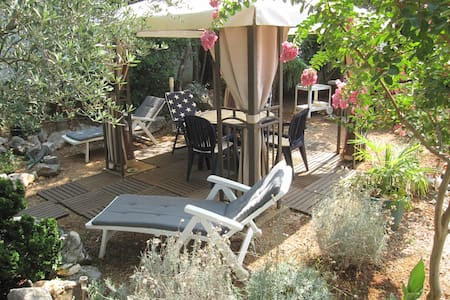 House with private garden- 150 m from the beach