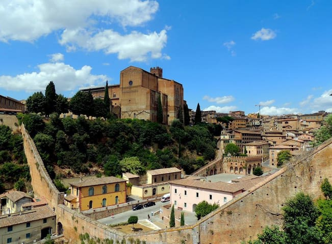 On the city walls - Siena - Apartment