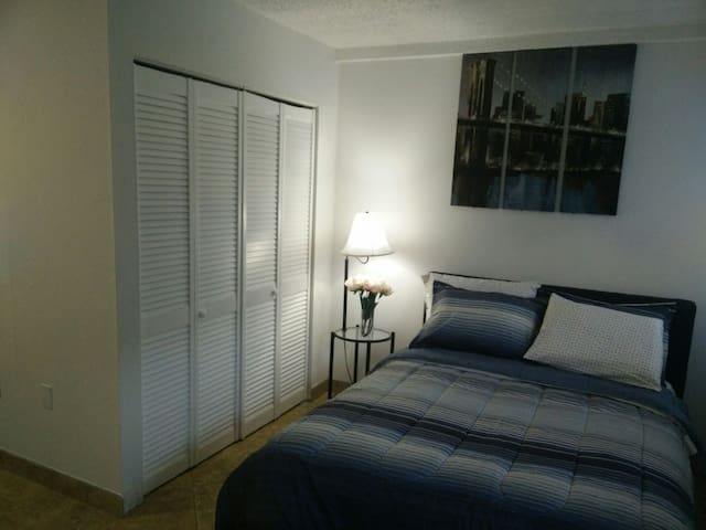 Cottage studio with parking - West Palm Beach - Huoneisto