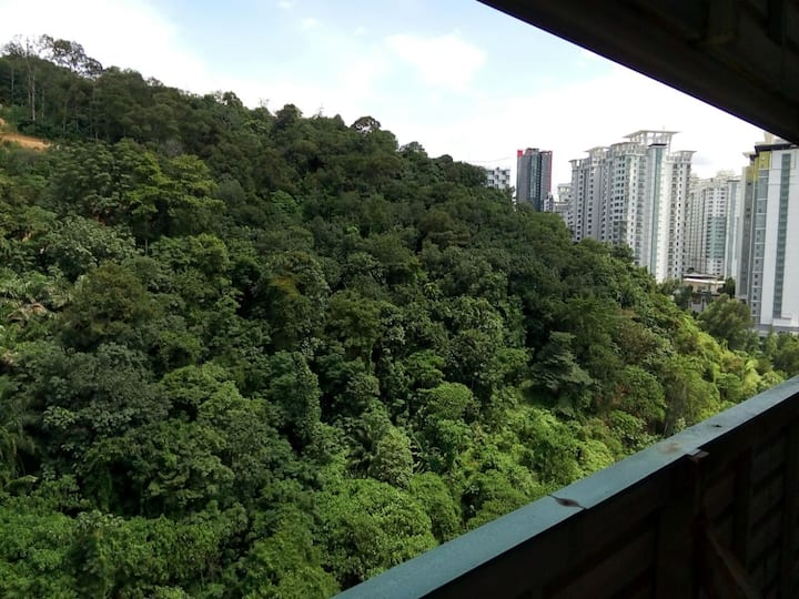 Affordable 20th floor one-bedroom apartment