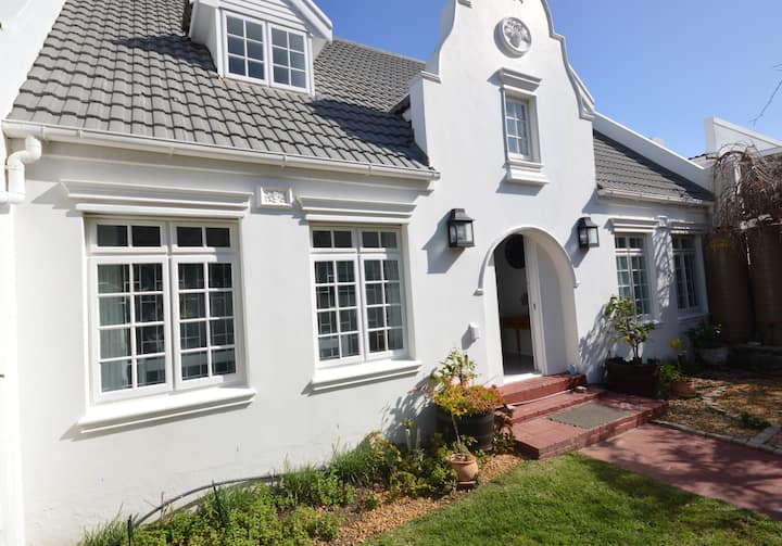 Large family home within walking distance to beach