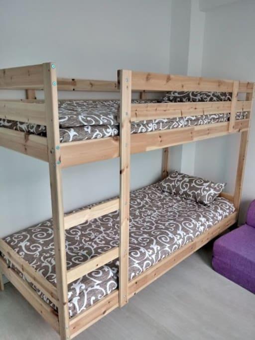 Вторая спальня с двухэтажной кроватью, ширина 90 см