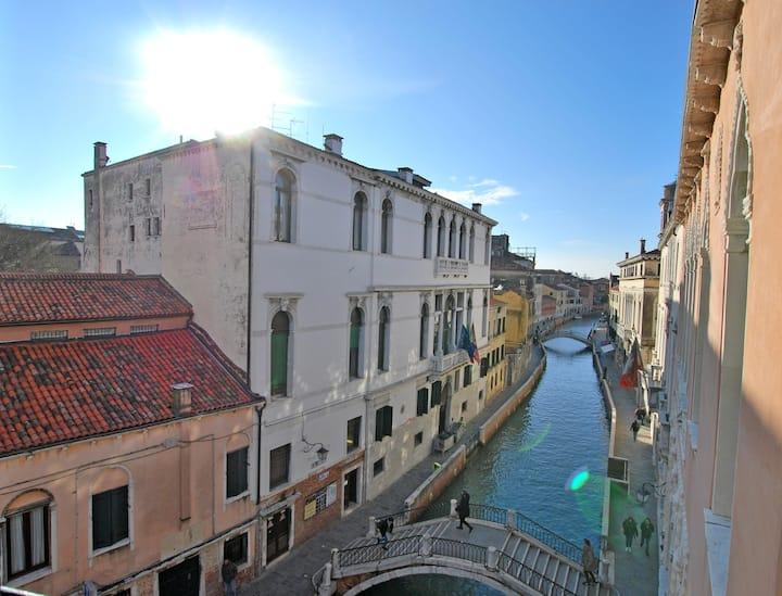 CA' GRIMANI n.1: stunning view and luxury comfort