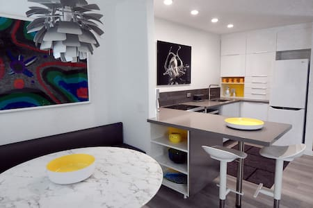 Key Colony Beach Luxury Condo, New Modern Interior