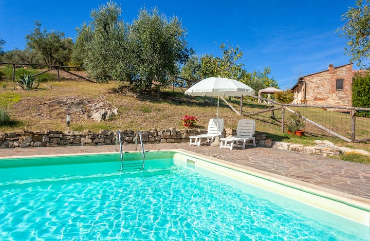 Chianti Farmhouse 'I Ceppi'-Apartment 4 sleeps