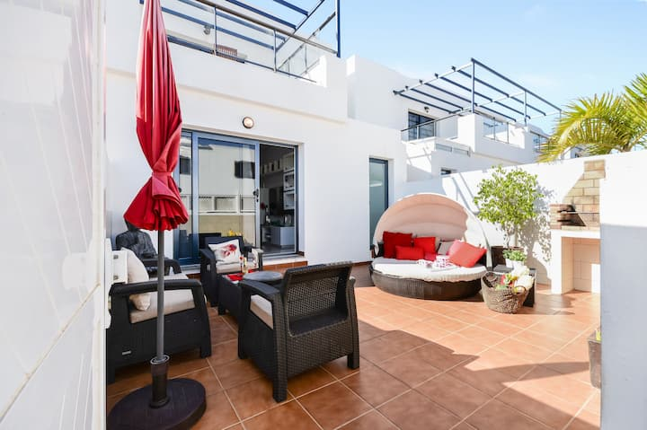 Home Residencial Noa Close to Beach with Terrace, Wi-Fi & Air Conditioning