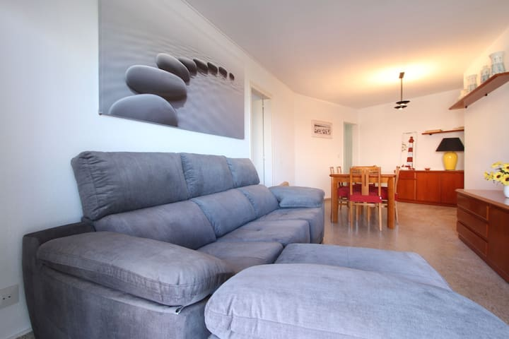 El Botín apartments are next to La Pineda beach. In these apartments you will spend a gre