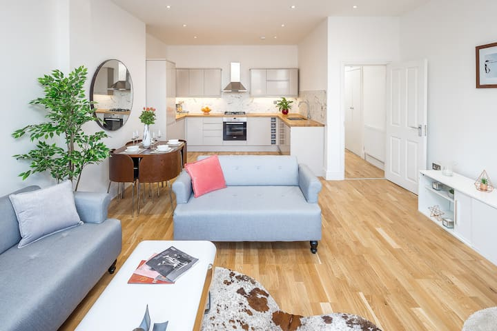 Luxuriously presented 2 Bed Flat in Streatham Hill