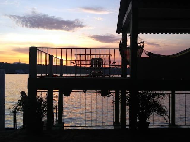Casa Samano a la orilla del lago (primer nivel)