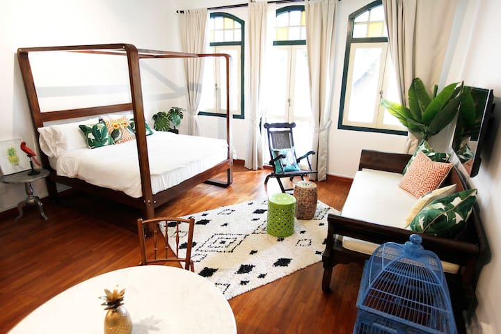 Spacious Exotic Mandalay Suite in 1920s Shophouse!