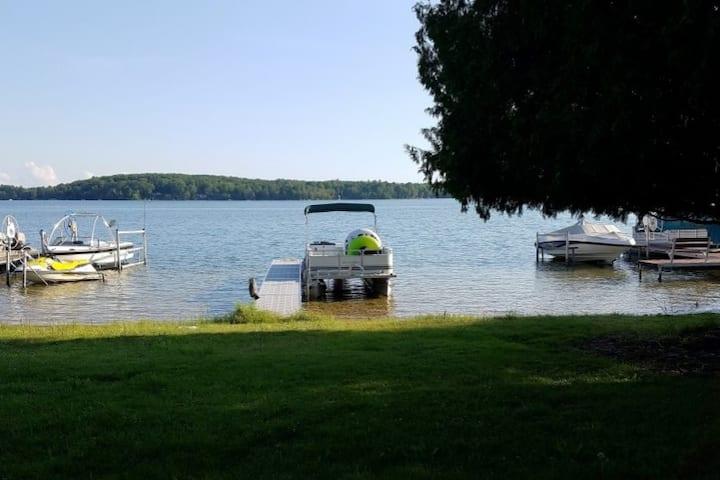 Nuske Lakeside Cottage on Lake Ann