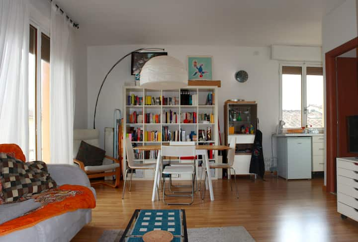 Independent studio flat at 500 mt from the centre.