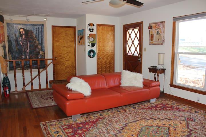 Comfortable home~quiet neighborhood