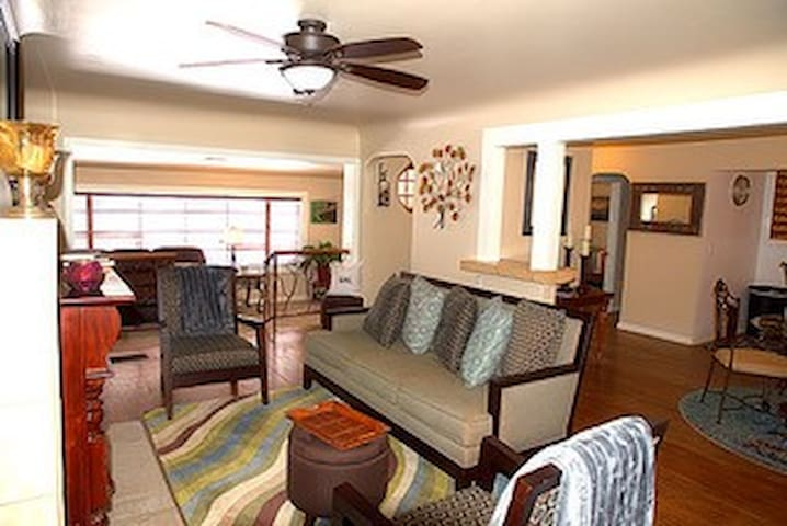Cool home in the heart of Pinetop!
