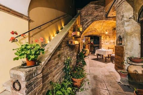 "Apartamento n3 ""Jacopone Restaurant"" da Peppino"