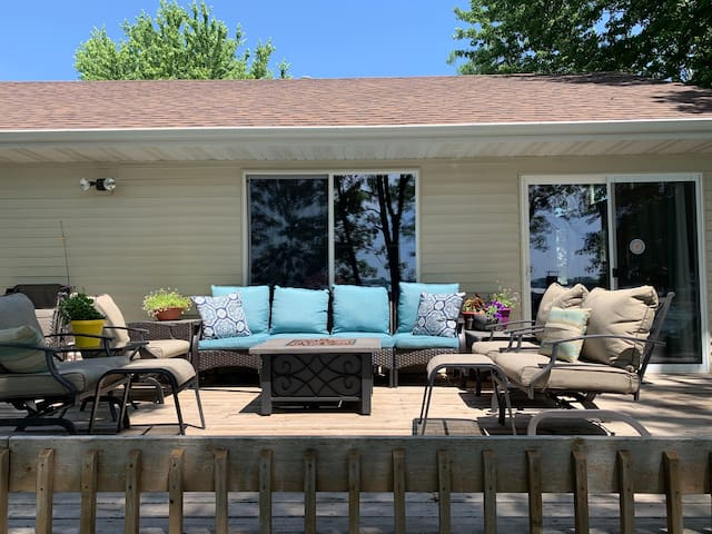 deck with seating, also dinner table that seats 6