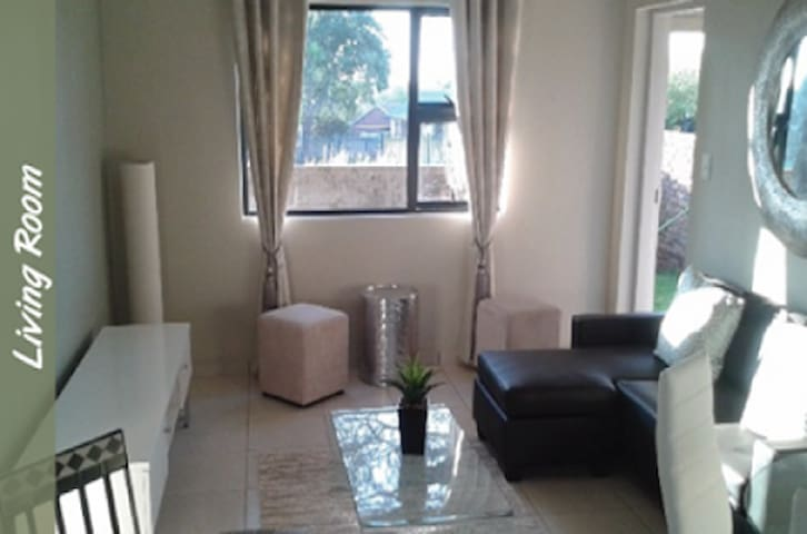 Modern self catering apartment in a serene estate - Benoni - Apartment
