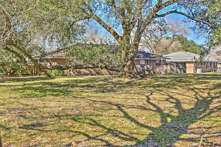 Spacious 4BR Houston House w/ Huge Backyard! - Houston - Hus