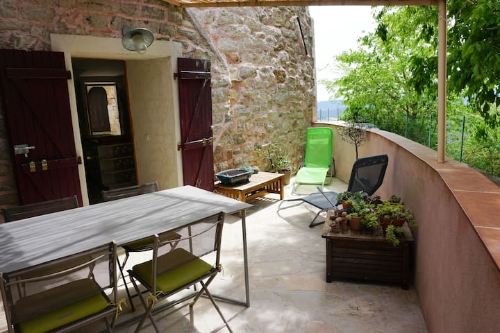 Maison de village terrasse ombragée - Solliès-Ville - Casa