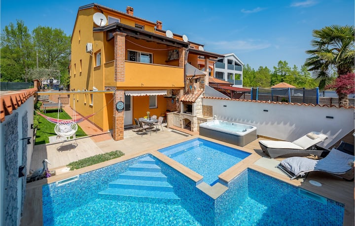 Awesome home in Baderna with WiFi and 2 Bedrooms