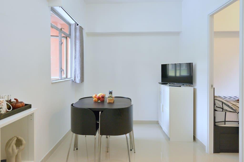 Dinning area with TV entertainment & speedy wifi.